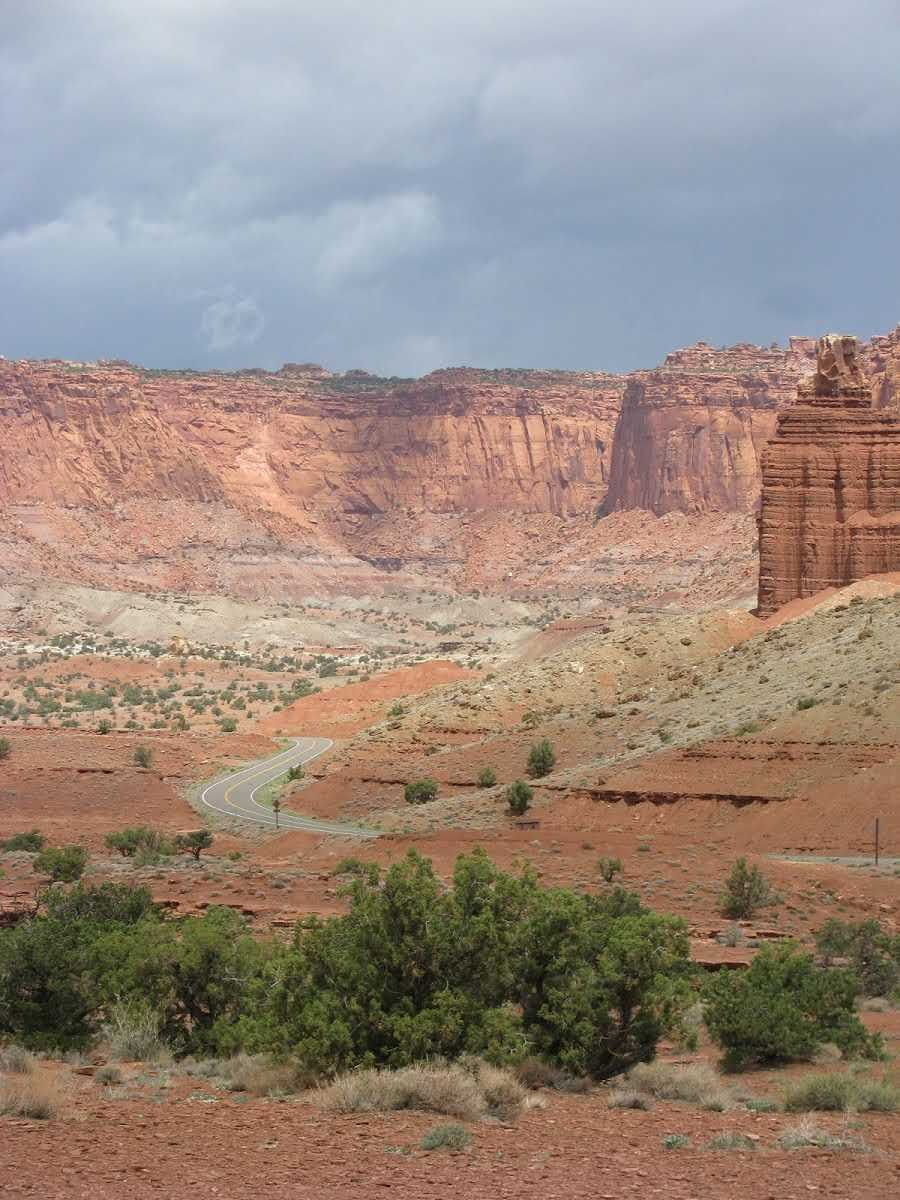 visiting-capitol-reef-scenic-drive