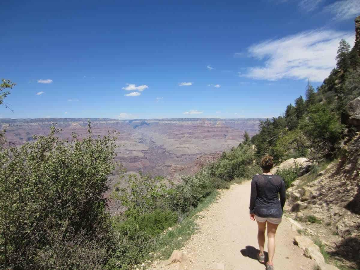walking-along-the-south-rim-trails