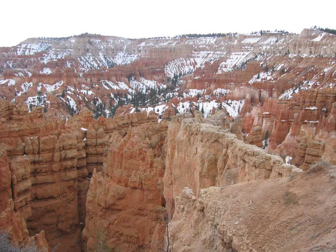bryce-canyon-national-park-overlook-snow