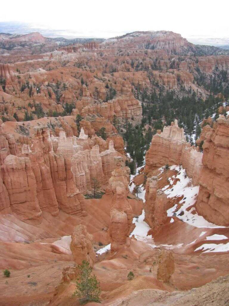 bryce-canyon-national-park-overlook-late-spring