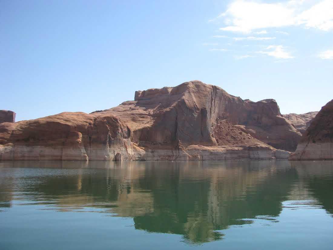 boating-at-lake-powell-canyons